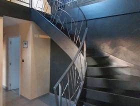 Escalier sans palier en acier brut
